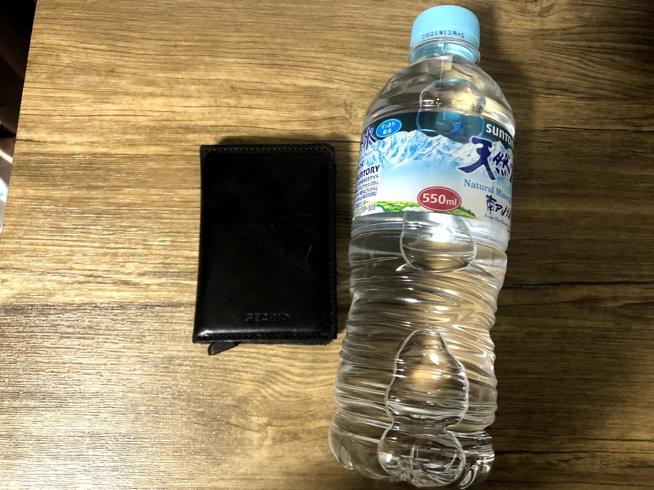 SECRID財布は小さく軽量で持ち運びやすい
