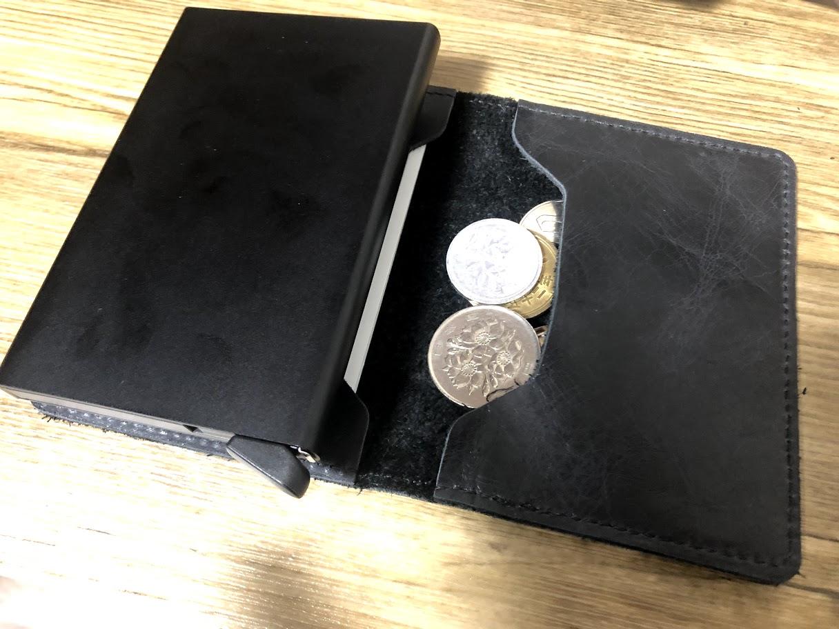 SECRID財布に小銭は入る