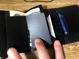 SECRIDカードが落ちることはないミニウォレットだよ